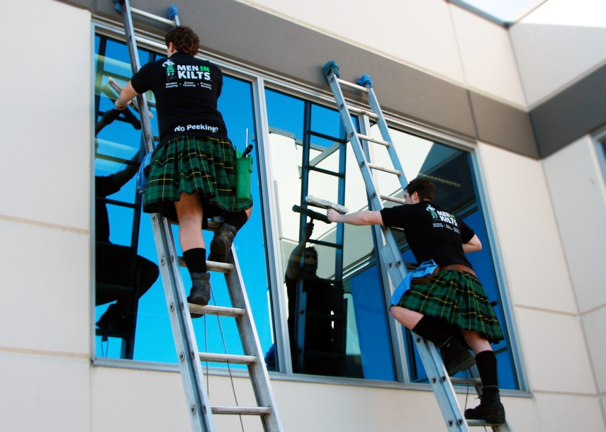 MenInKilts_Kilt_Crew_Working